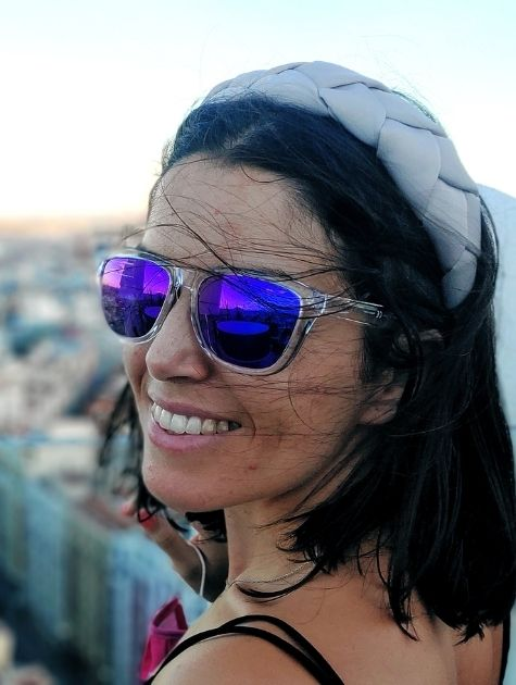 Chica sonriendo azotea Madrid